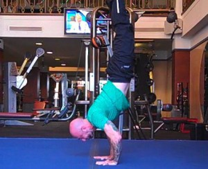 Transitioning from crow to handstand