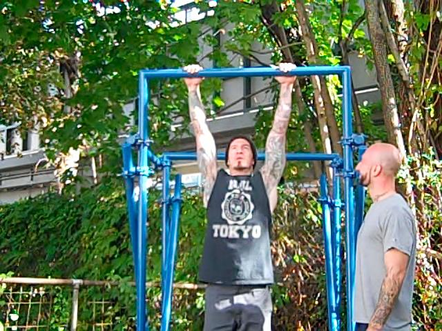 building a backyard pull up bar al kavadlo